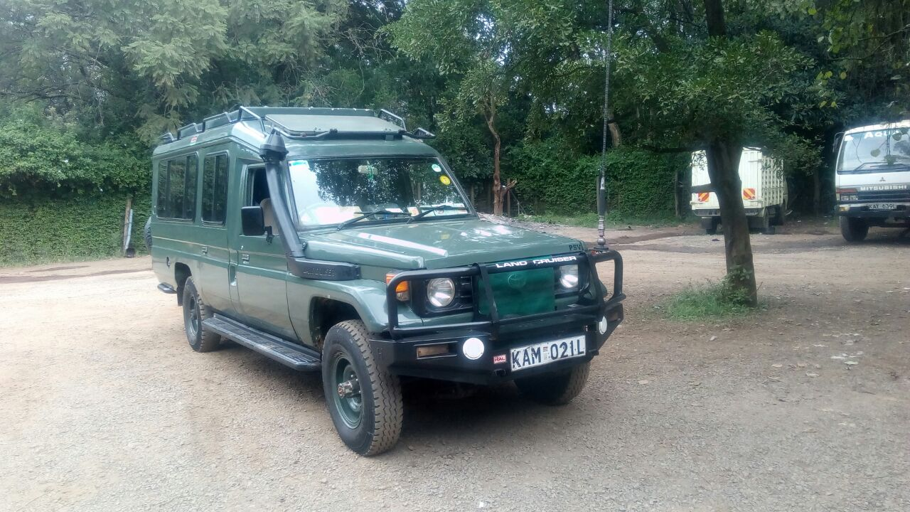 Travel in 4x4 wheel drives on safari to Kenya  - Safari vehicles